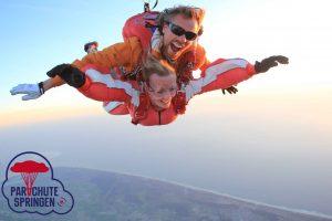 Parachutespringen op Ameland - Parachutespringen.nl