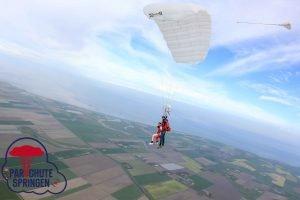 Parachutespringen Texel hoogte - Parachutespringen.nl