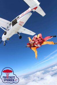 Parachutespringen uit vliegtuig – Parachutespringen.nl