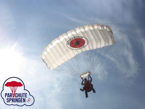 Parachutespringen Vliegveld Midden-Zeeland