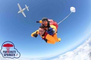 Parachutespringen op Vliegveld Texel - Parachutespringen.nl
